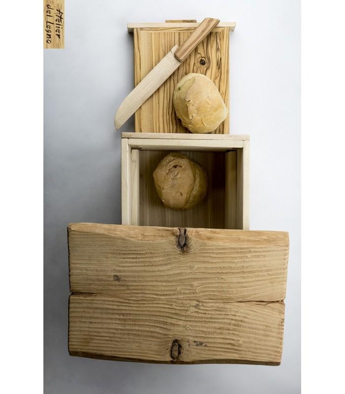 Breadbox è dotato di tagliere double face! Infatti un lato ha il raccogli briciole.