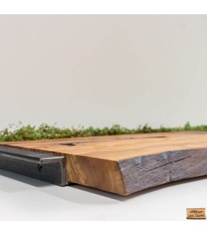 Vassoio in legno di ulivo, dalla forma naturale e con vero prato.