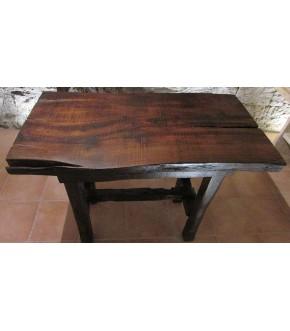 Tavolo in legno massello di castagno.