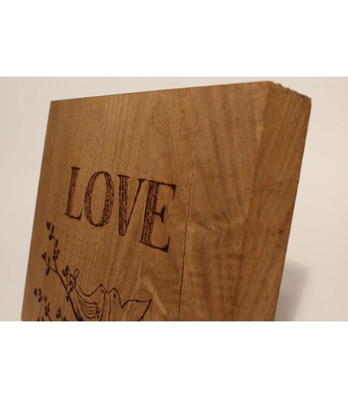 """Disegno pirografato """"LOVE""""."""