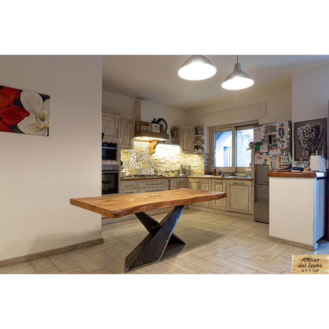 Tavoli in legno di cedro bianco